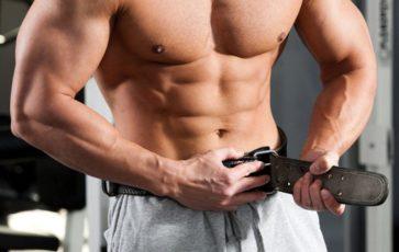 тяжелоатлетический пояс на тренировке